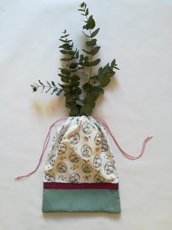 Bolsa hecha a mano con estampado floral