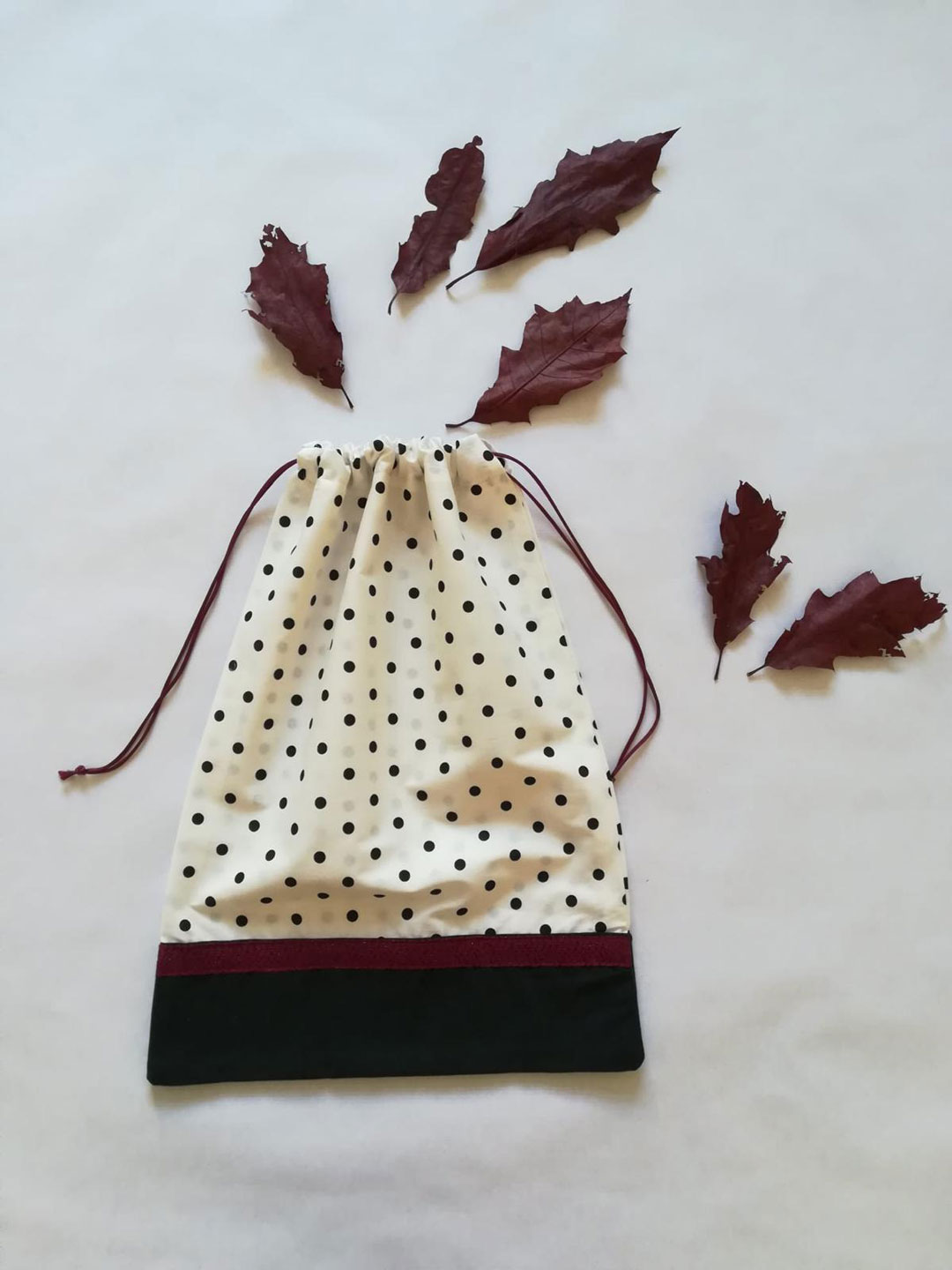Bolsa hecha a mano con estampado de lunares